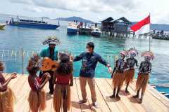 Menparekraf tanam terumbu karang di Raja Ampat Papua Barat